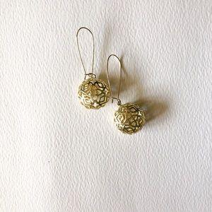 Kendra Scott gold drop earring